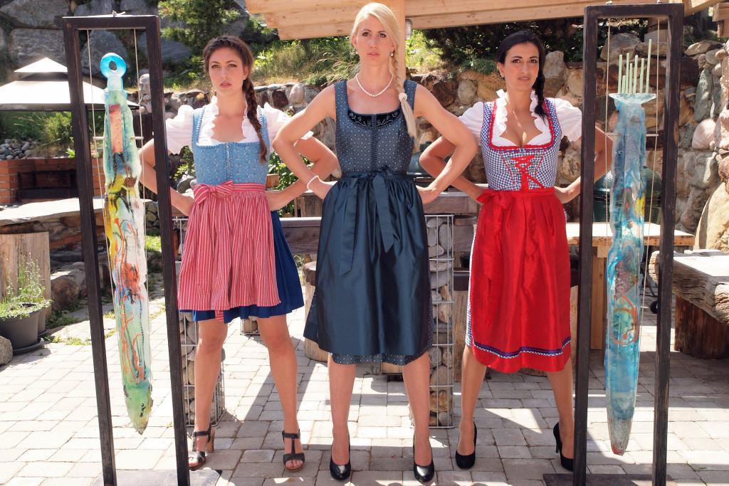 Larissa, Melanie und Jade mit den Glaspendel von Günther Silberberger